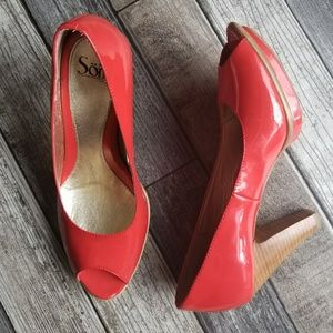 SOFFT patent pumps with peep toe